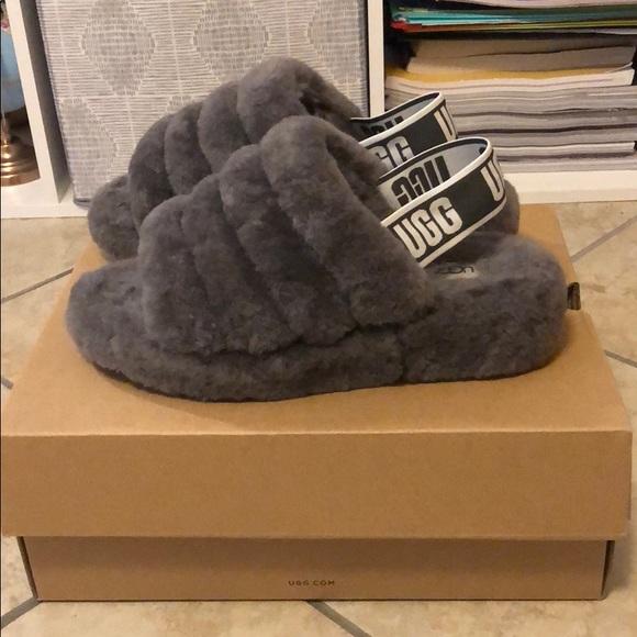baf6c3c6a17f7 UGG FLUFF YEAH SLIDE grey charcoal sandal Sz 6. M 5b8f1bf4477368c4fac412ed